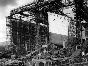 1280px-Flickr_-_…trialsanderrors_-_RMS_Titanic_and_RMS_Olympic_under_construction_at_Harland_^_Wolff_shipyards,_Belfast,_ca._1910