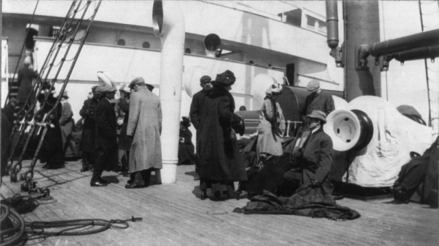 Groups_of_TITANIC_survivors_aboard_rescue_ship_CARPATHIA